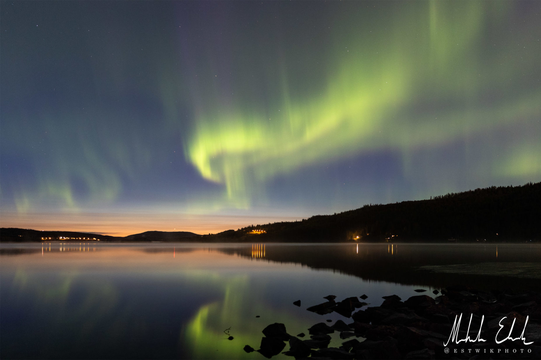 Norrsken vid skymning över Kornsjösjön