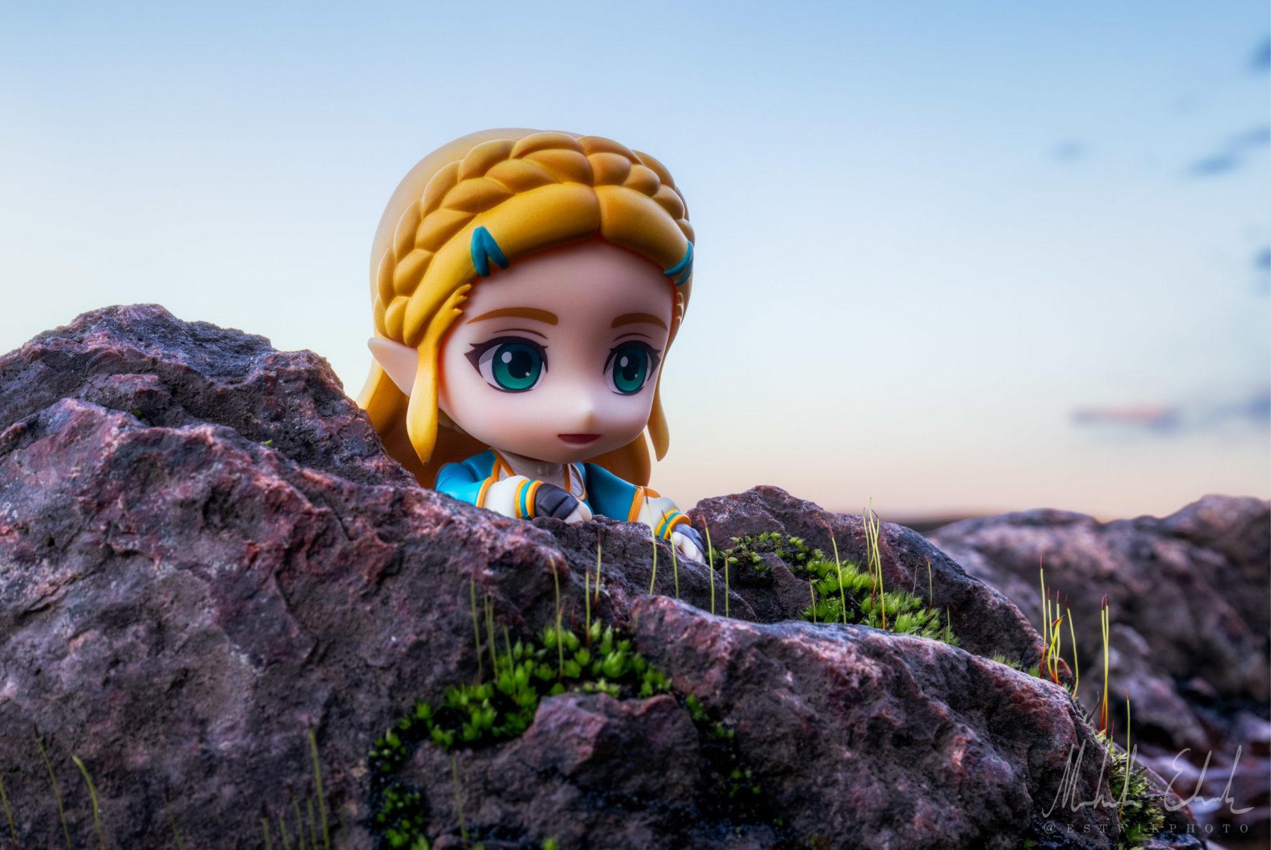 Zelda bestiger en en klippa